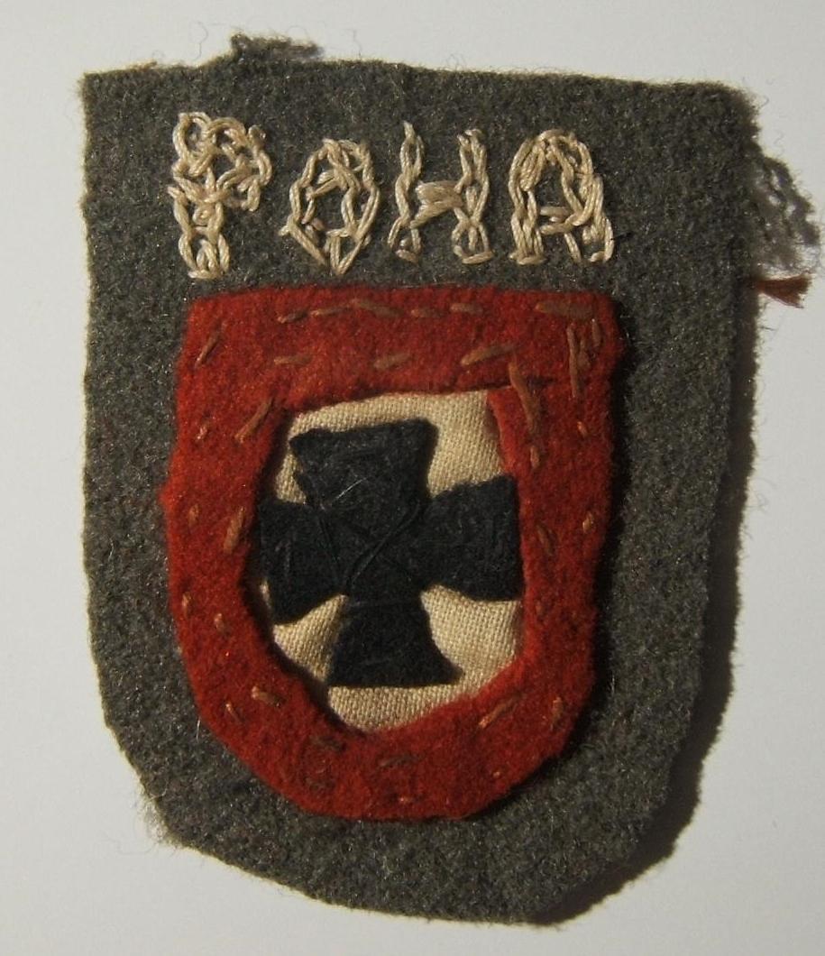 Russland: seltenes [Handarbeit] Armschild-Abzeichen für eingetragenes Personal (rot umrandet) der Brigade Kaminski, mit geschnittener Basis aus sowjetischer Uniform. Das Element en