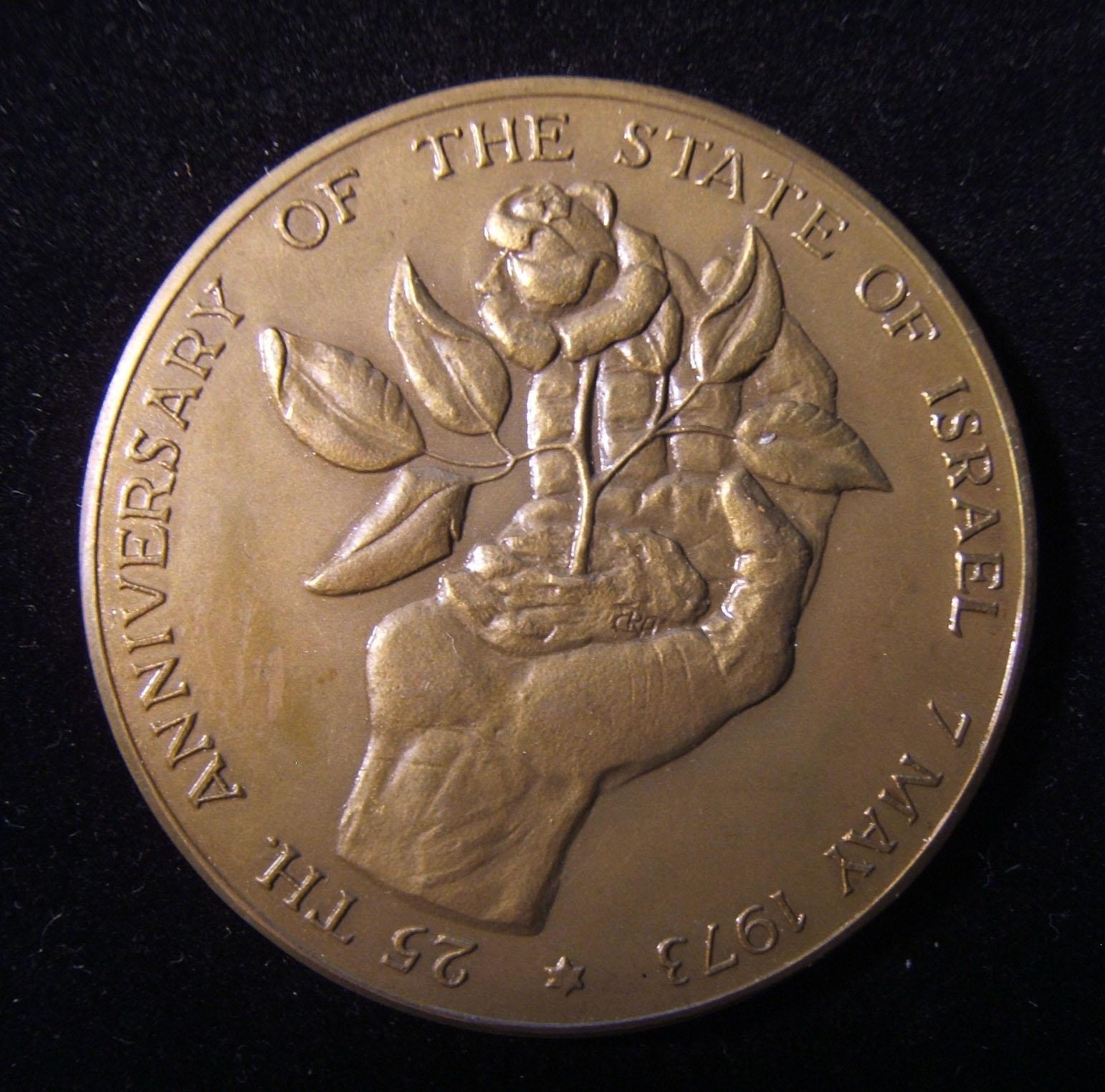 Israel: 25th Anniversary of Israel bronze medal by Rudi Augustinus (Rudolf Cornelis [Ruud] Augustinus), 1973; size: 50.5mm; weight: 47.9g. Obverse depicts raised hand with clump of