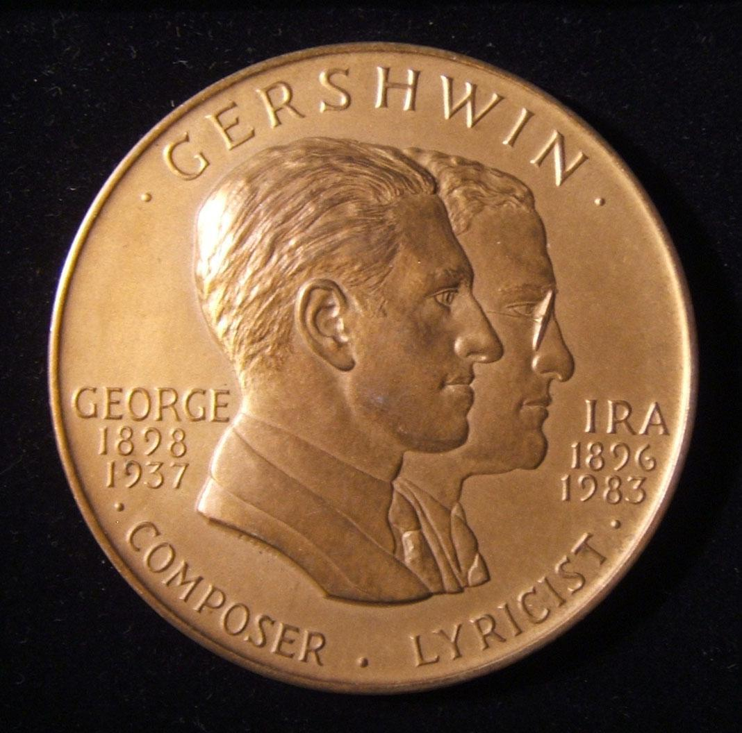 US: Gershwin brothers Library of Congress award medal in bronze, 1985; designed by Edgar Zell Steever IV (1915-2006); size: 76mm; weight: 222.35g; thickness: 7mm. Obv.: left facing