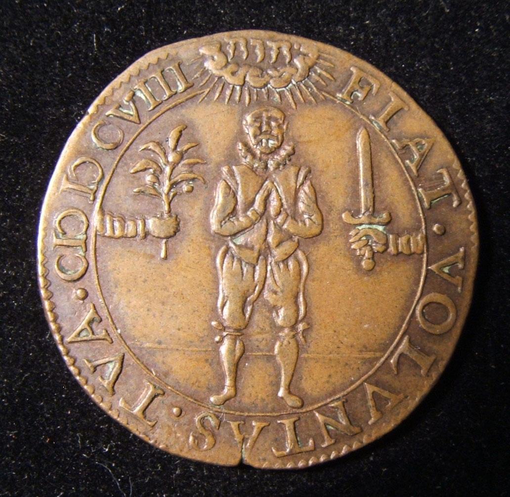 Niederlande > Dordrecht: Religiöses Jeton m. hebräischer Schrift, 1608; aus Kupfer; Größe: 29 mm; Gewicht: 5,75 g. Vorderseite: Soldat im Gebet zwischen beiden Armen - ein ausgewei