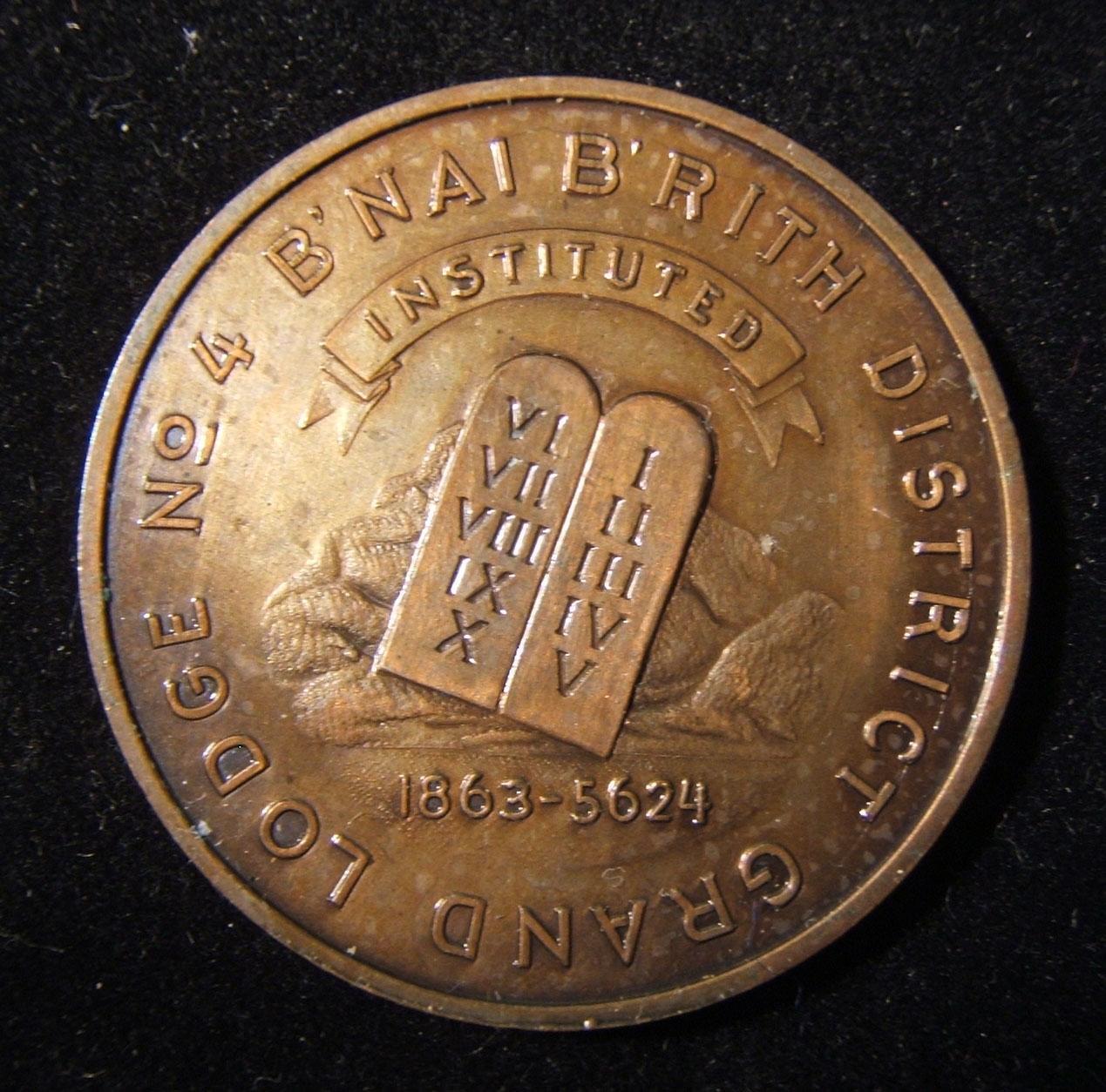 US: B'nai Brith Grand Lodge, 70. Jahrestag, Gedenk-Token aus Bronze, 1933, von Granat Brüdern; Größe: 36,25 mm; Gewicht: 13,9 g. Vorderseite: Tafeln gegen Wolke; Beschriftung: