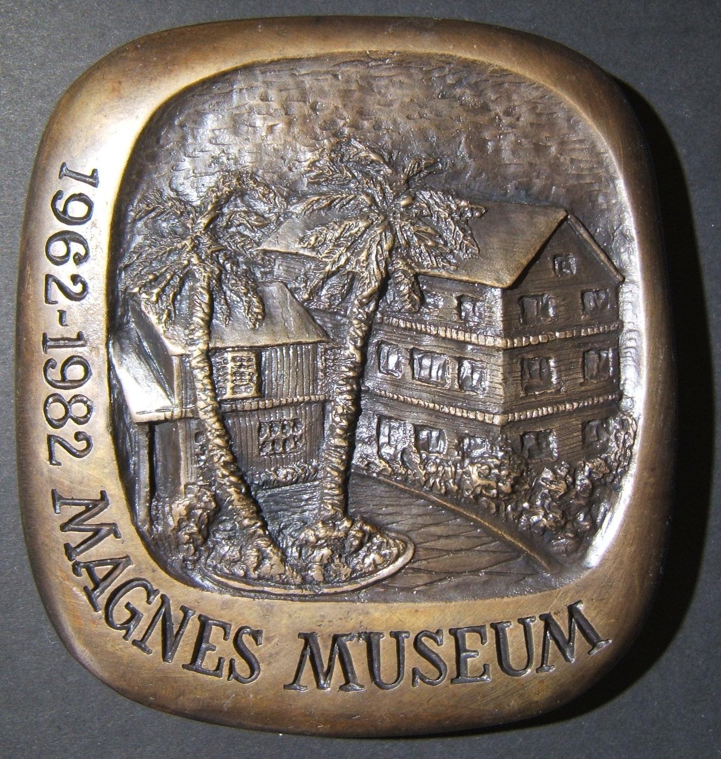 Vereinigte Staaten: Judah Magnes / Magnes Museum, 20. Jahrestag (?) Basrelief Bronzemedaille von Marika Somogyi, ca. 1982; Größe: 110 x 117 mm; Gewicht: 1151 g. Vorderseite: nach r