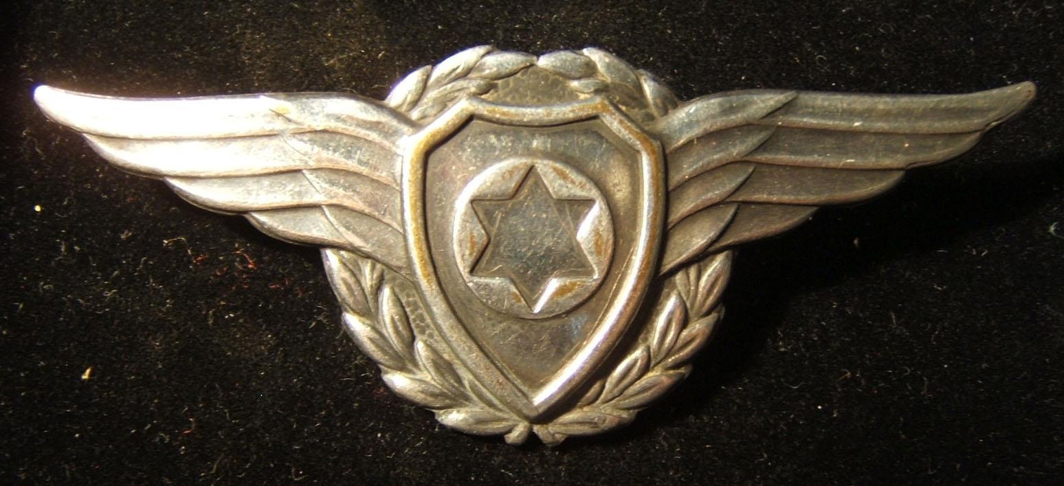 Israel: Israel Air Force metal wings emblem badge for wear on berets, 1949-52; weight: 10.15g. Scarce
