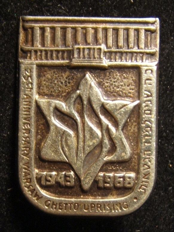 Pin commemorating 25th anniversary of the Warsaw Ghetto Uprising, 1968; size: 18 x 25.5mm; weight: 1.95g. The word