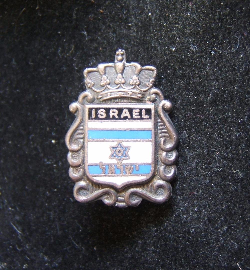 Niederlande (?): Stift aus Metall und Emaille mit israelischer Flagge, ca. 1960-70er; kein Hersteller gekennzeichnet; Größe: 1,85 x 2,55 cm; Gewicht: 5,65 g. Zweiteiliges Design (m