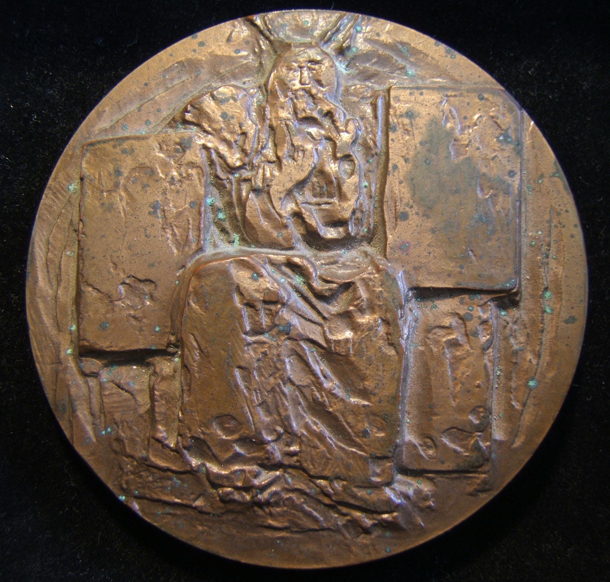 Frankreich: Medaille des Moses von Roger Henri Courroy (1912-2011), 1971; aus Bronze mit Kupferlegierung; Größe: 7,15 cm; Gewicht: 222,55 g. Vorderseite zeigt Moses im Sitzen mit b