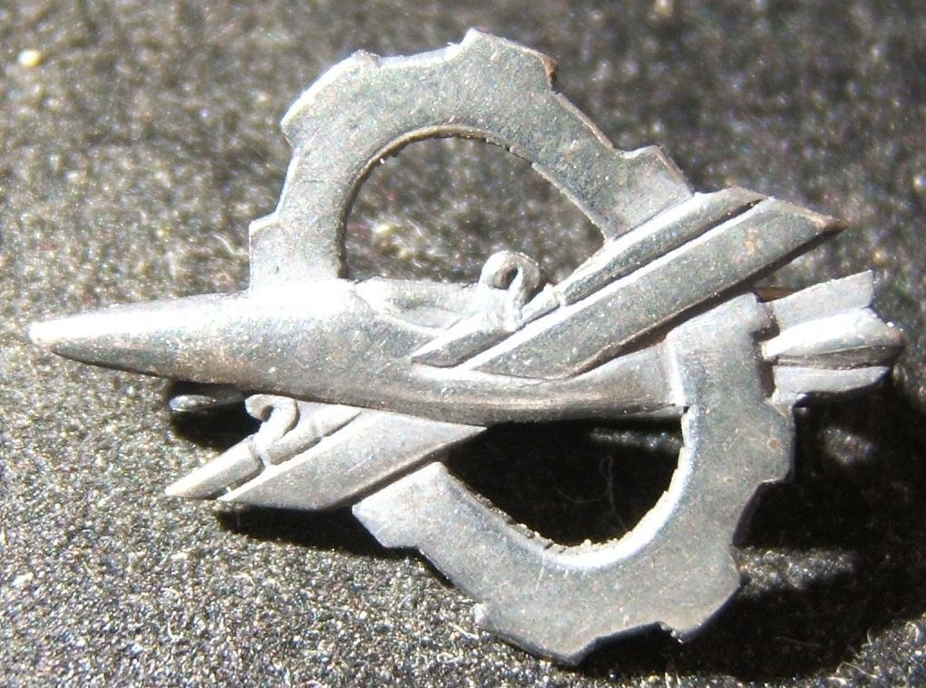 Tunic pin of the IAF's 22nd Aviation Maintenance force, circa. 1960's-70's; size: 21.5x16mm; weight: 1.05g. Originating in the pre-State days of clandestine military preparation, i