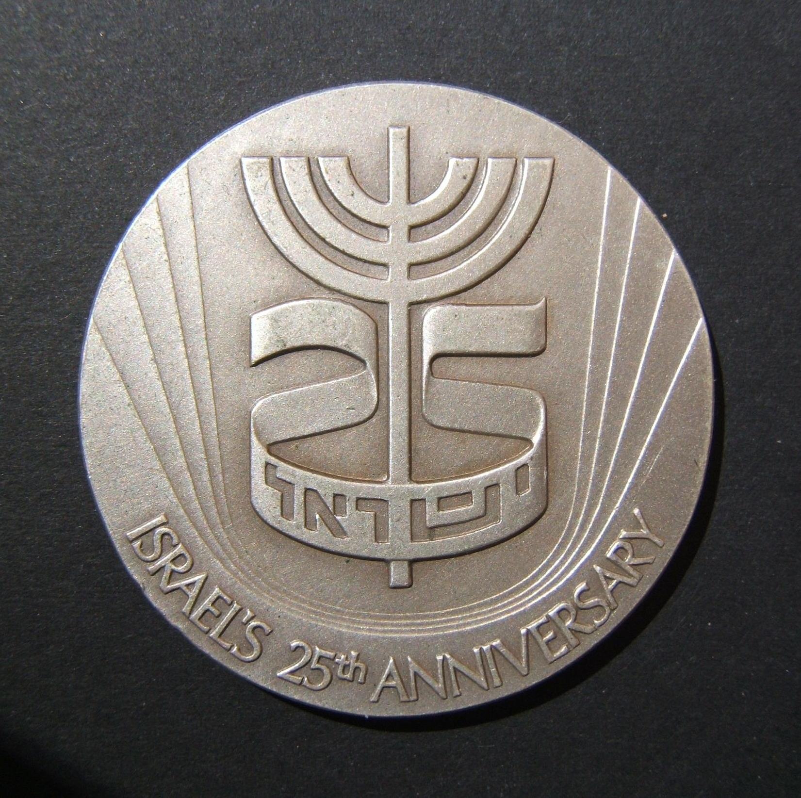 Israel: 25th Anniversary of Independence / 12 Zodiac symbols, 1973, numbered (11,427 out of 40,938) silver State Medal; by Gidon Keich and Moshe Nov; size: 45mm; weight: 47g. In UN