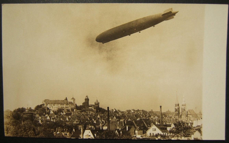 بطاقة بريدية فوتوغرافية لألمانيا من غراف زيبلين الرحلة الأولى فوق نورمبرغ أكتوبر 1928