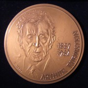 France: Arthur Rubinstein numbered (10 / 100) commemorative bronze medal, ND (circa. 1987) by Raphaël Pépin (b. 1926); size: 84.5mm; weight: 259g. Obverse: face of Rubinstein with