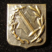 Veterans pin for Palestinian Jews who volunteered to serve in the British military in World War II, circa. 1954; not maker-marked; size: 18 x 20mm; weight: 2.45g. Depicts sword (ba