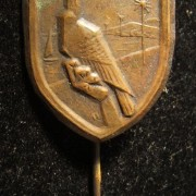 Palestine/Yishuv: Bronze colored participants stick-pin of the 1932 Shavuot Holiday festivities (