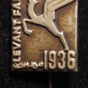 Palestine/Yishuv: commemorative pin of the 1936 Levant Fair in Tel Aviv; not maker-marked: size: 14.5 x 29mm; weight: 0.8g. The rectangular pin bears the same legend in English, He