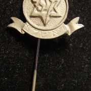 Palestine/Yishuv: membership stick-pin of the Maccabi club of Rishon LeZion (initials etched on the scroll device), circa. 1930s-40s; not maker-marked; size: 16.5 x 29.5mm; weight: